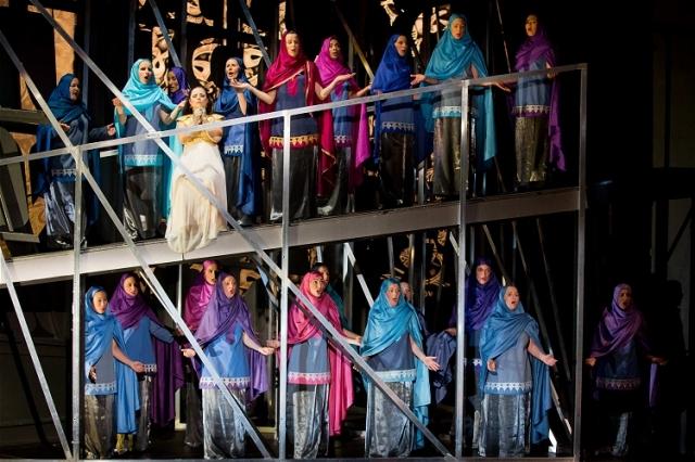 Der maurische Damenchor um Zulema - Foto: Rolf K. Wegst