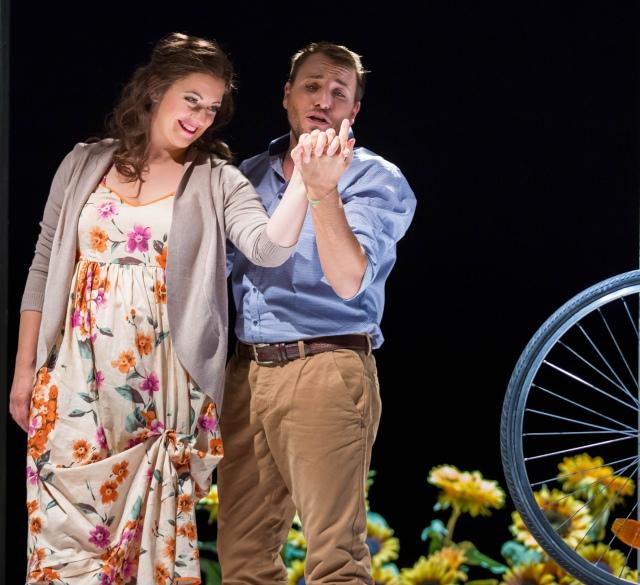 """""""Die Liebe ist der Herzschlag des gesamten Universums"""" La Traviata im Stadttheater Gießen Foto: Rolf K. Wegst"""